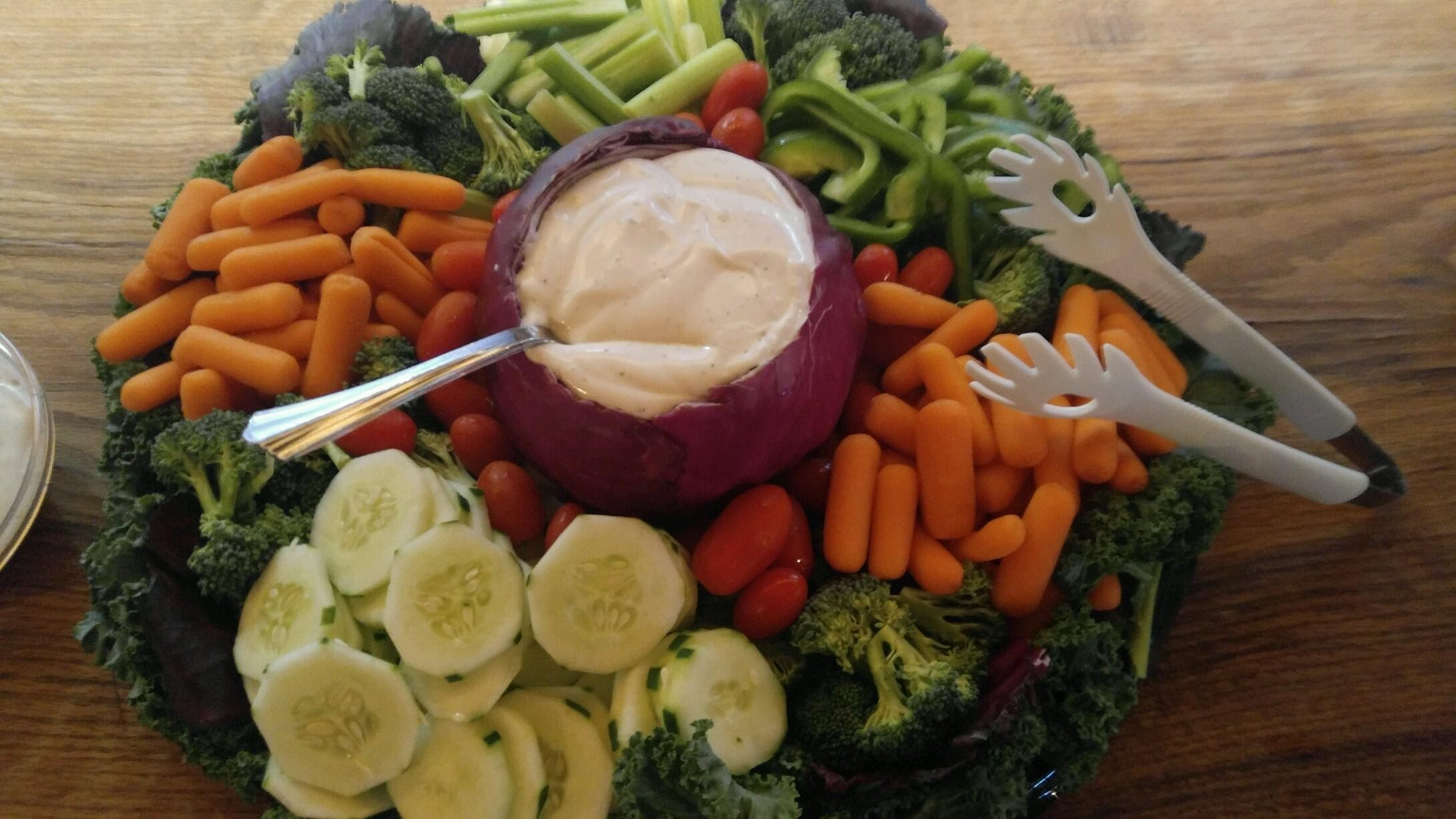veggies with cabbage bowl dip